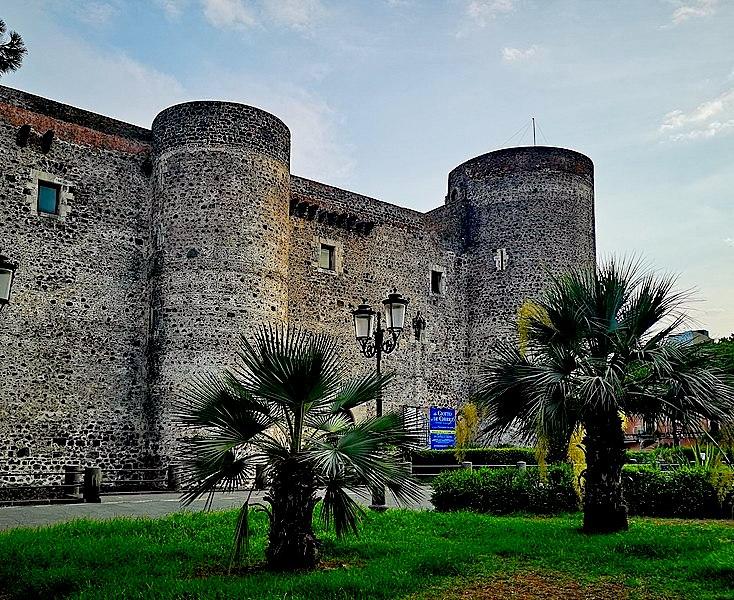 I tesori conservati nei magazzini del Castello Ursino tornano a splendere