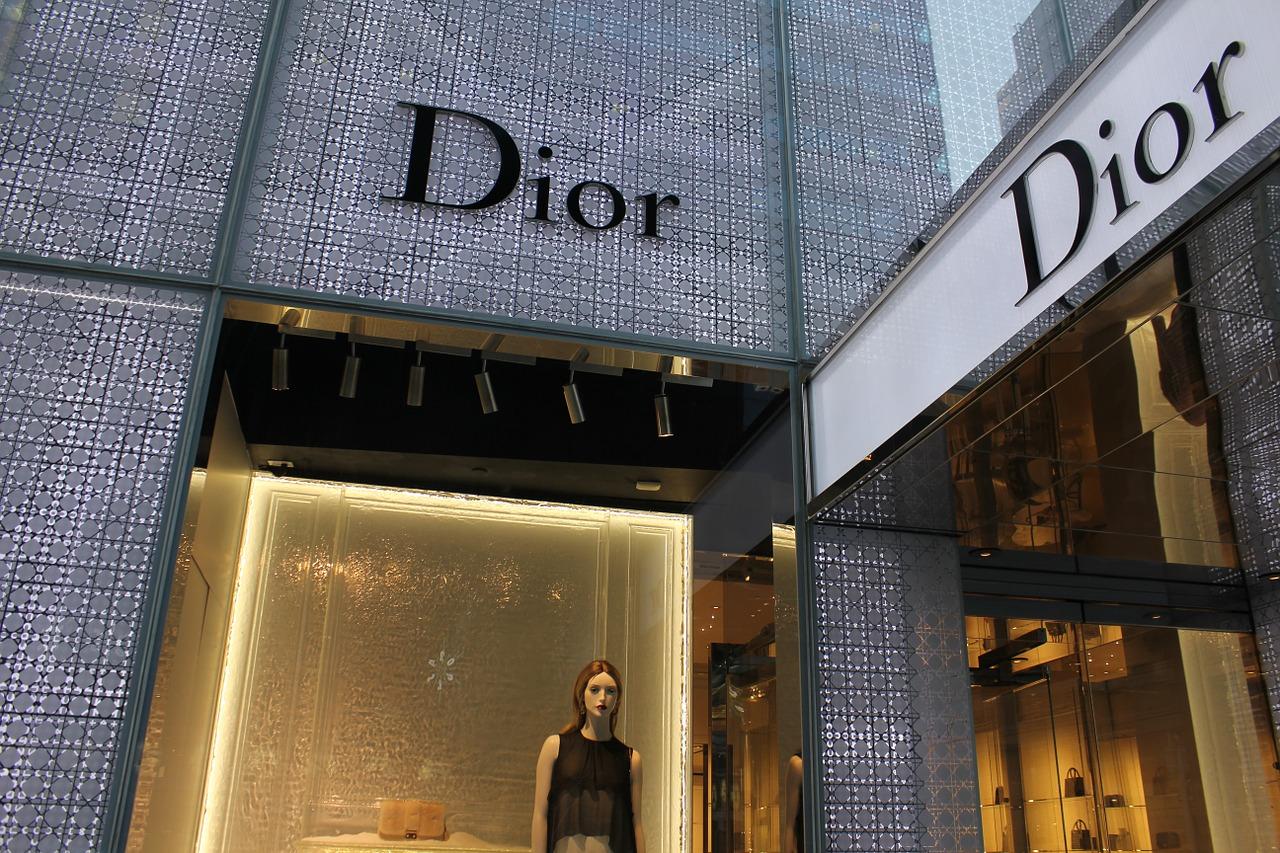 Dior e Vuitton metteranno in vendita tessuti e pelli inutilizzati delle loro collezioni