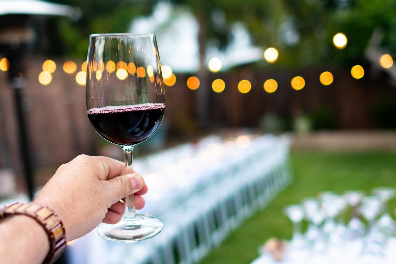 Vino, matrimonio tra Francia e Sicilia: Planeta e Oddo Vins creano Serra Ferdinandea