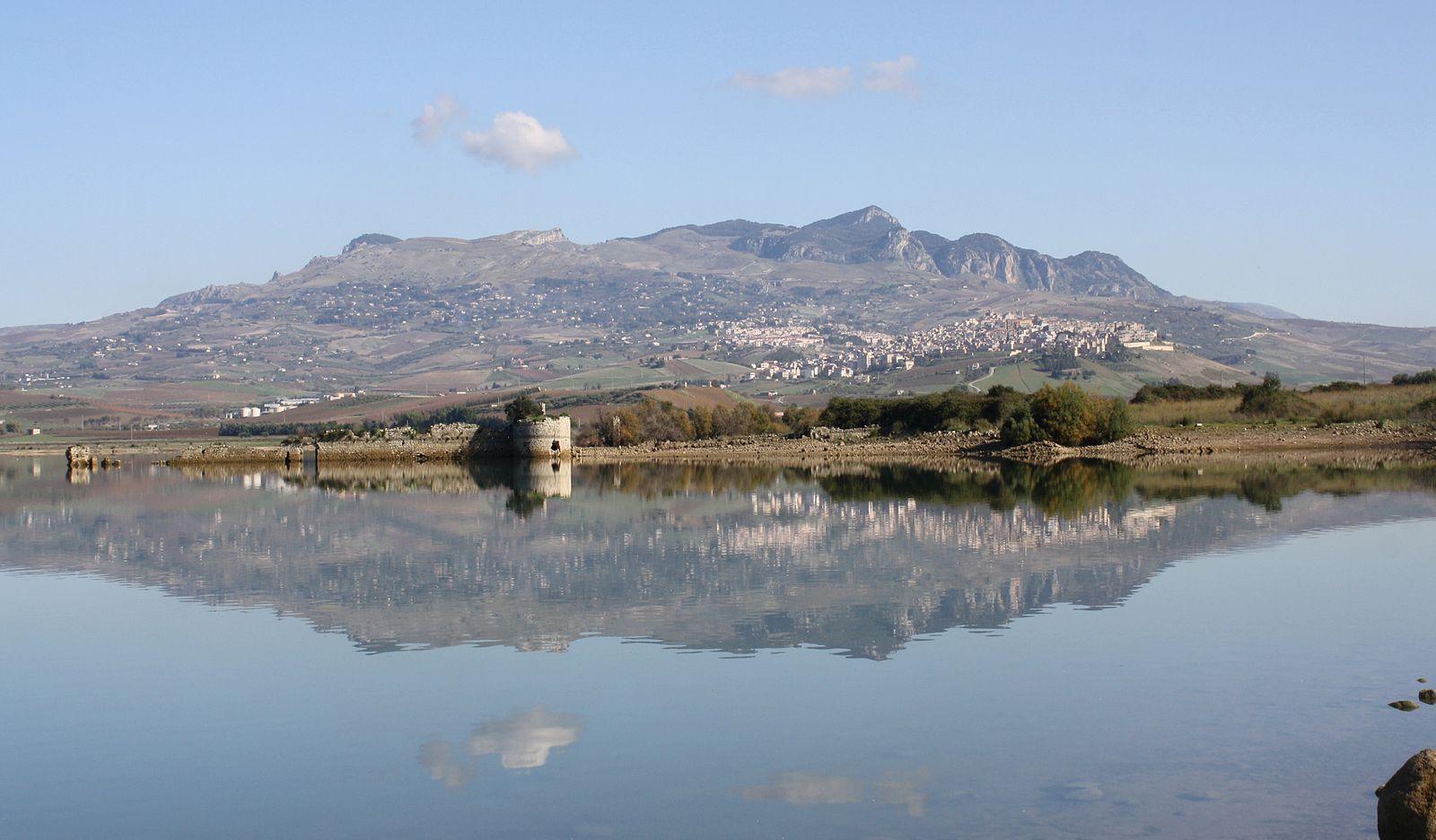 Alla scoperta di Mazzallakkar: visite speciali al fortino che emerge dal lago