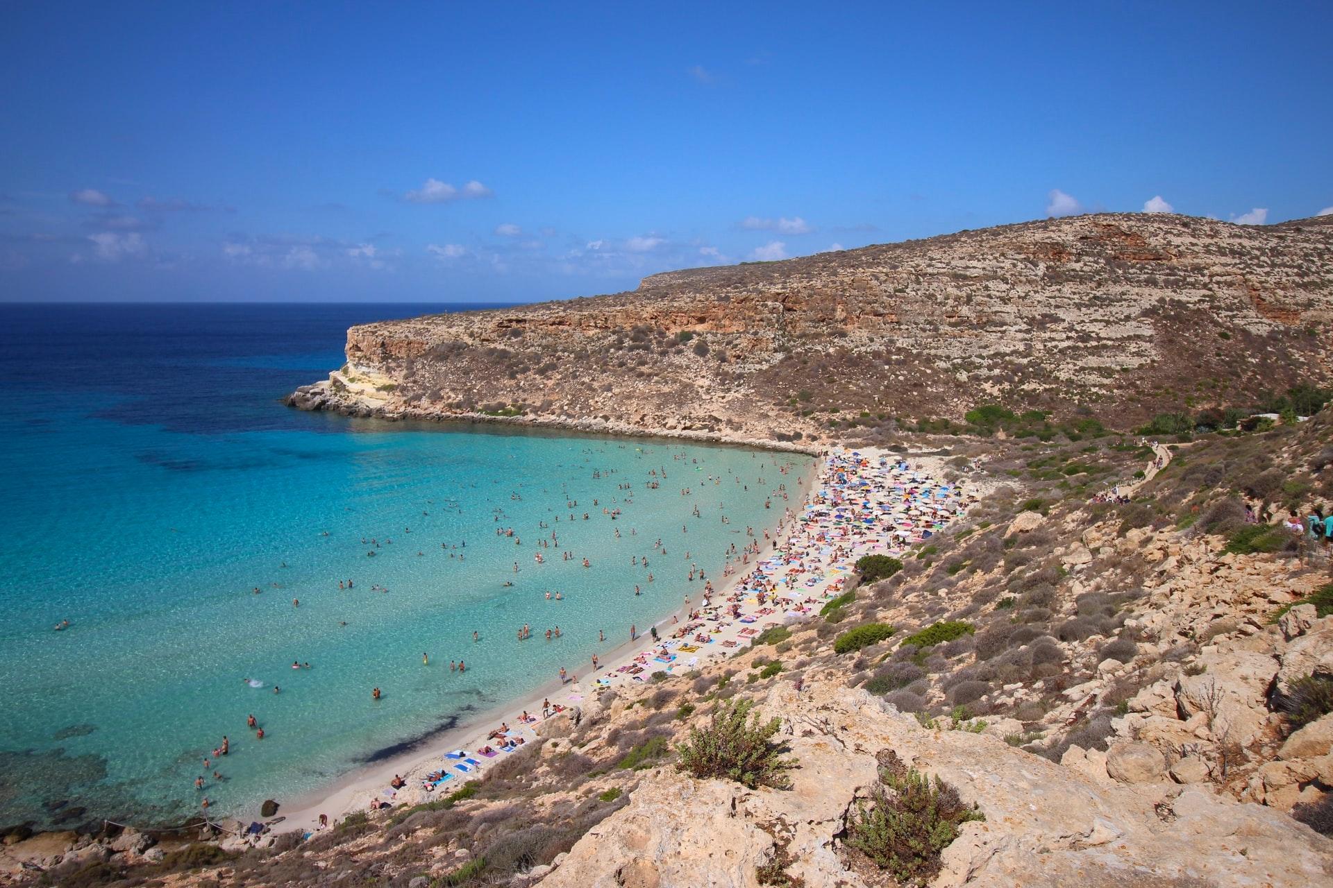 Spiaggia dei Conigli di Lampedusa, raddoppia il numero dei visitatori ammessi ogni giorno