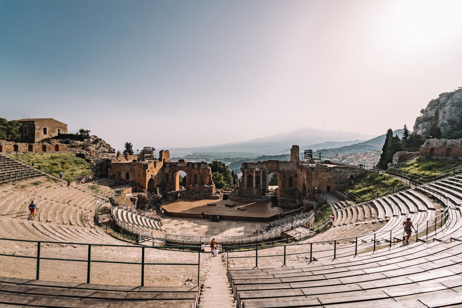 """""""A riveder le stelle"""": il Teatro Antico di Taormina apre al chiaro di luna"""